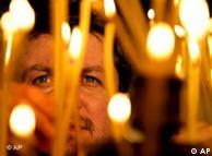 Несигурността кара хората да търсят опора в религията