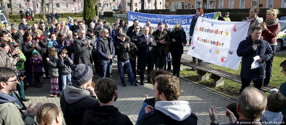 Manifestação de repúdio à xenofoibia em Tröglitz, após o ataque incendiário