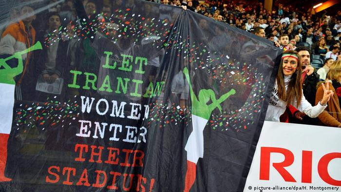 Iran Frauen gehen ins Stadion Fußball