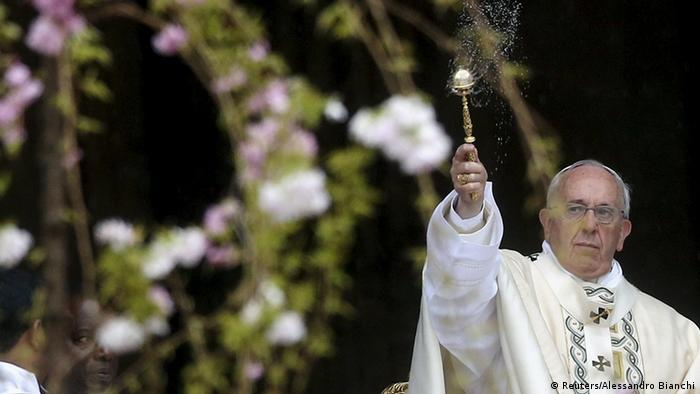 Pope Francis in front of branches and flowers (Photo: REUTERS/Alessandro Bianchi)