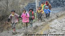 ©ChinaFotoPress/MAXPPP - NAYONG, CHINA - MARCH 09: (CHINA OUT) Children walk home after school at Jiayan Village on March 9, 2012 in Nayong County, Guizhou Province of China. Every day, they have to leave home very early in the morning and climb over hills for hours to go to school, which has 21 students and one teacher. (Photo by ChinaFotoPress)***_***426254244