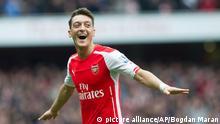 Fußball Arsenal vs. Liverpool Mesut Oezil