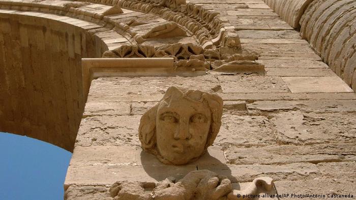 Detailaufnahme eines Frauenkopfes an einer Mauer in Al-Hadra (Foto: AP)