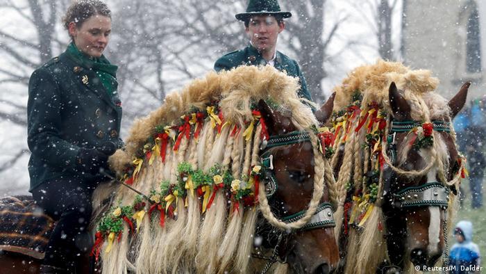 Конная процессия Георгия Победоносца в баварском Траунштайне в Светлый понедельник
