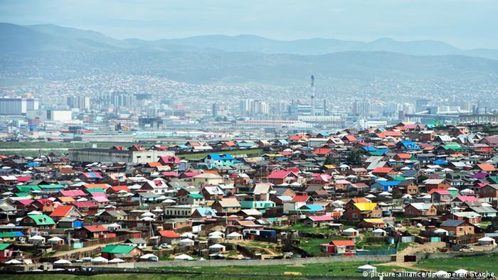 Mongolei Ulan Bator Jurten Zelte Häuser Stadtübersicht