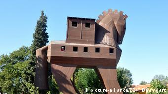Nachbau des trrojanischen Pferdes aus Holz