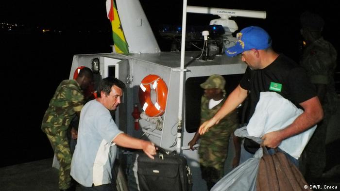 Operação de desembarque da tripulação prolongou-se até à madrugada de terça-feira (07.04)