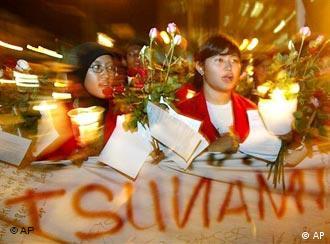 Niños en Indonesia recuerdan la tragedia.