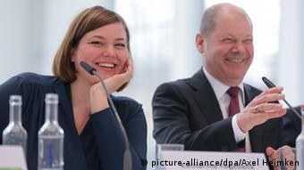 Χαμόγελα για τον συνασπισμό Σοσιαλδημοκρατών-Πρασίνων το 2015 από την Καταρίνα Φέγκεμπανκ και τον Όλαφ Σολτς