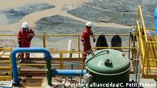 ©Christophe Petit Tesson/MAXPPP - 01/06/2013 ; TAQ TAQ ; IRAK - Le site d'exploitation petroliere de TaqTaq dans la province autonome du Kurdistan d'Irak KRG. Une joint venture nomme TTOPCO, taq Taq Operation Co. entre la companie Turc GENEL Energi et le Canadien AddAx. Taq Taq petrol field in Iraki Kurdistan on June 01, 2013.
