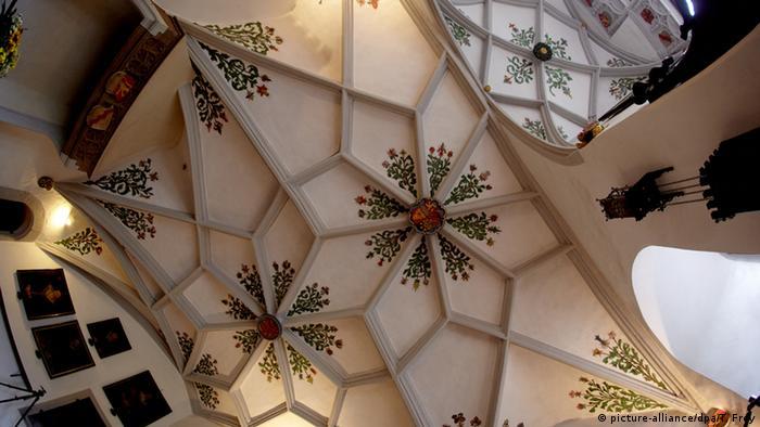 Своды замковой часовни в Эльце