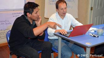 César Fabricio Sánchez Carranza and trainer Hans-Günter Kellner during an online seminar (photo: DW/Carlos Portugal).