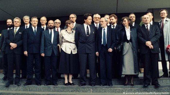East German cabinet De Maizière Berlin 1990 (picture-alliance/dpa/Wolfgang Kumm)