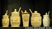 Düsseldorfer Senf der Marke Löwensenf steht am Donnerstag (10.11.2011) im Senfmuseum in Düsseldorf im Regal. Vor dem Bundespatentgericht in München wird am Donnerstag über die geografische Herkunftsbezeichnung Düsseldorfer Senf verhandelt. Foto: Marius Becker dpa/lnw +++(c) dpa - Bildfunk+++