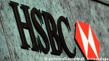 ARCHIV - Das Logo des Bankhauses HSBC ist am 11.12.2012 in London, Großbritannien, zu sehen. In der langen Liste mutmaßlicher Steuersünder, die mit Hilfe der britischen Großbank HSBC ihre Abgaben illegal minderten, waren auch Namen aus Mecklenburg-Vorpommern verzeichnet. Foto: epa (zu dpa «HSBC-Steuerskandal: Betrugsfälle auch in Mecklenburg-Vorpommern» vom 22.02.2015) +++(c) dpa - Bildfunk+++