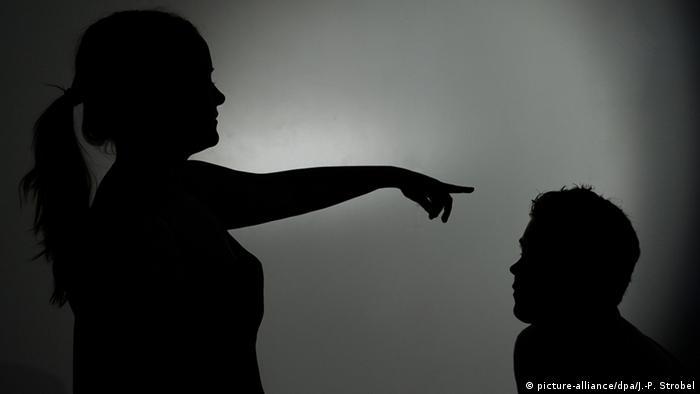 Symbolbild Gewalt gegen Männer (picture-alliance/dpa/J.-P. Strobel)