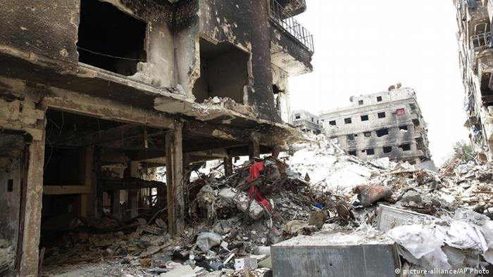 Wrecked building in Yarmouk refugee camp (picture-alliance/AP Photo)