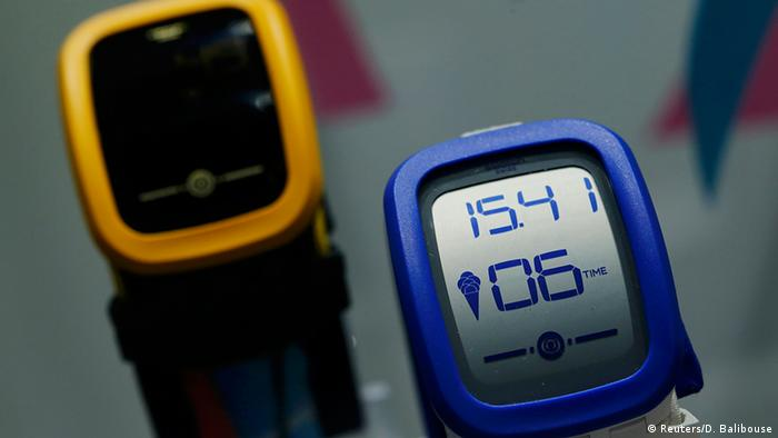 Schweiz Uhr Swatch Touch Zero One (Reuters/D. Balibouse)