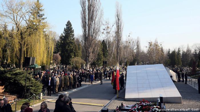 Polen Jahrestag der Flugzeugkatastrophe bei Smolensk (picture-alliance/dpa/T. Gzell)