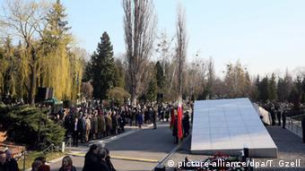 Το μνημείο για τα θύματα του αεροπορικού δυστυχήματος της 10ης Απριλίου 2010