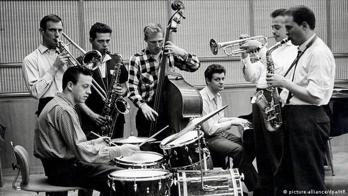 Mangelsdorff (far right) with the Hessischer Rundfunk jazz ensemble in 1958, Copyright: Kurt Bethke/Hessischer Rundfunk dpa/lhe