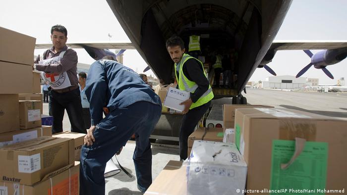 Jemen Rotes Kreuz Hilfsgüter für Sanaa Flugzeug