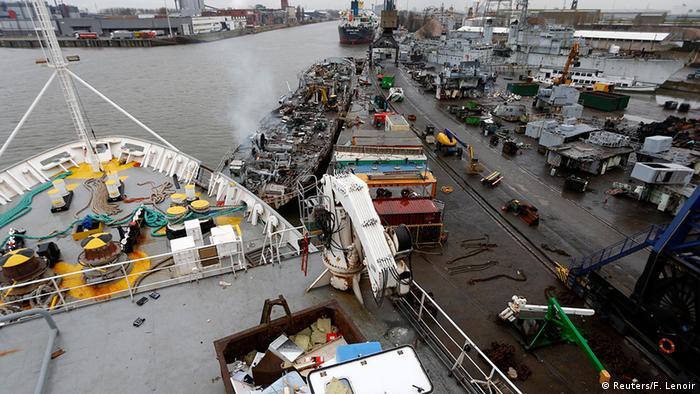 Bildergalerie Verschrottung von alten Schiffen in Genf (Reuters/F. Lenoir)