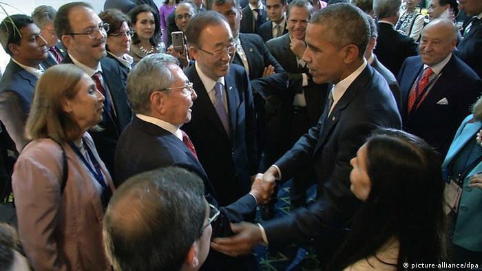Obama und Castro in Panama