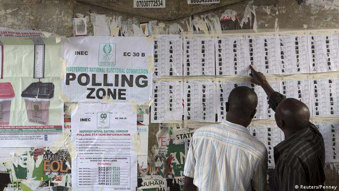 Voters find their names on voting lists during governorship elections in Lagos, Nigeria, April 11, 2015 (Photo: REUTERS/Joe Penney)
