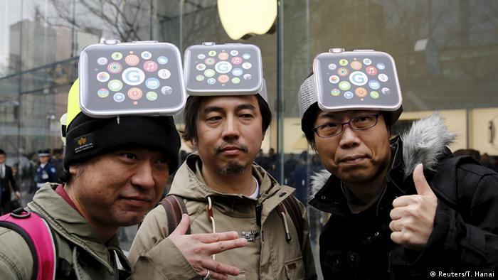 Apple Watch Japan (Reuters/T. Hanai)