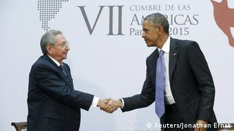 Castro and Obama shaking hands Photo: REUTERS/Jonathan Ernst
