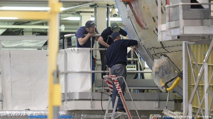 An Airbus A380 being built (picture-alliance/dpa/C. Blumberg)