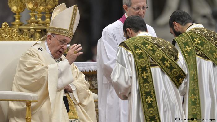 Papst hält Messe zum 100. Jahrestag des Massenmords an Armeniern