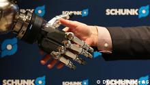 ***ACHTUNG: Nur zur Berichterstattung über die Hannover Messe verwenden!!!*** Auf dem Bild: HANNOVER MESSE-Preview am 3. Februar 2015 in Berlin; SCHUNK GmbH & Co. KG Greifarm eines Roboters der Firma Schunk Rechte: Deutsche Messe AG