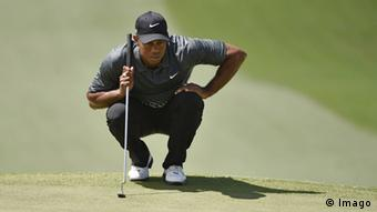 Tiger Woods lines up a putt on the 7th hole in the third round of the 2015 Masters