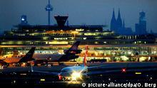 ARCHIV - Ein Flugzeug landet am 27.06.2011 auf dem Flughafen Köln/Bonn. Foto: Oliver Berg/dpa (zu dpa «Bombendrohung gegen Germanwings-Flug in Köln/Bonn - Start abgebrochen» vom 12.04.2015) +++(c) dpa - Bildfunk+++