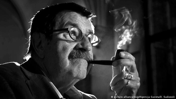 Deutschland Günter Grass Schriftsteller mit Pfeife
