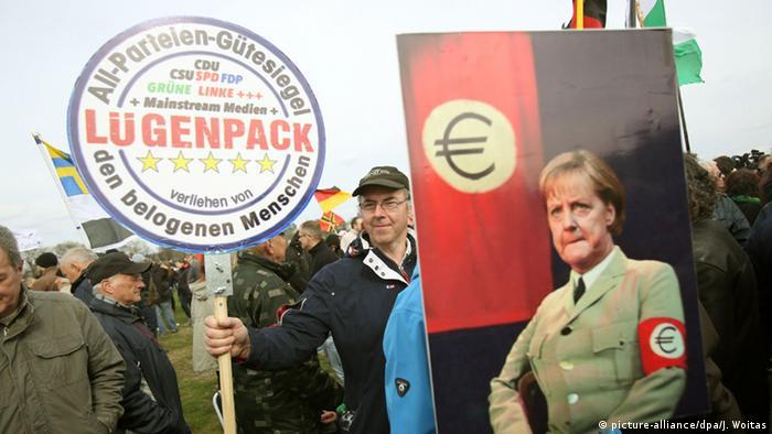 Dresden Pegida Anhänger Demonstration Anti Merkel Euro & Die da oben