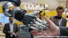 Industrie 4.0 in Action Presse-Highlight-Tour am 12. April 2015, Universal Robots, Halle 17, D26 Frei zur Verwendung für Pressezwecke