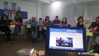 Auf der Suche nach neuen journalistischen Formaten: Die Gruppe während des Workshops. (Foto: Matthias Kopp/ DW Akademie).