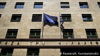 Άμεσες λύσεις φαίνεται να προκρίνει η Τράπεζα της Ελλάδος για την αντιμετώπιση των μη εξυπηρετούμενων δανείων