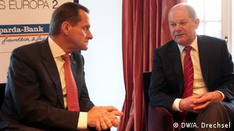 Alfons Hörmann and Olaf Scholz sit down for a chat at the Hamburg Business Club