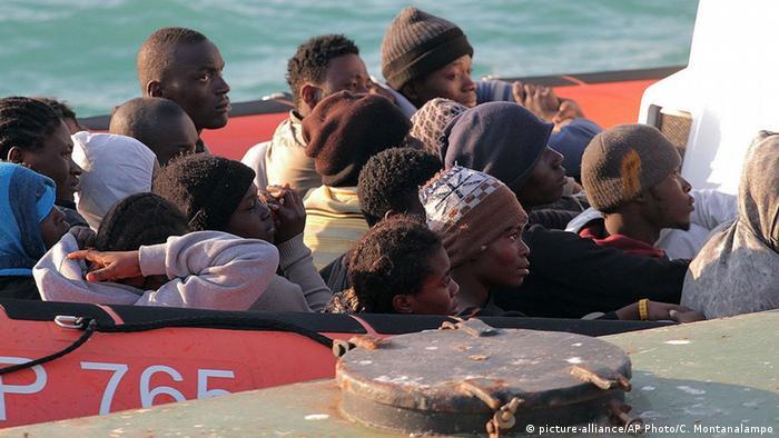 Italien Untergang Flüchtlingsboot - gerettete Flüchtlinge aus Lybien