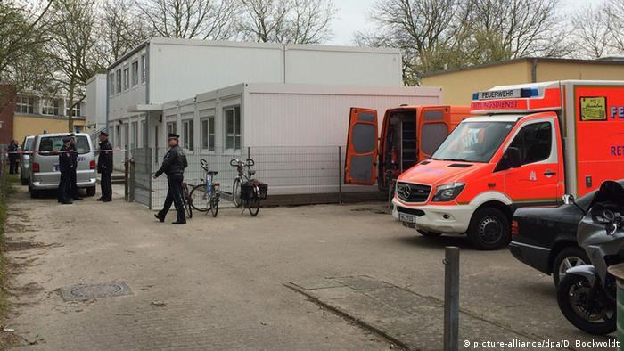 Deutschland Jugendlicher stirbt bei Messerstecherei vor Hamburger Schule