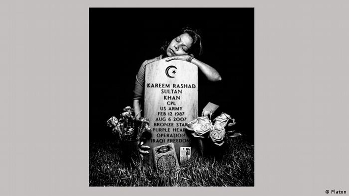 Elsheba Khan at the grave of her son, Specialist Kareem Rashad Sultan Khan, in Section 60 of Arlington National Cemetery in Arlington, Virginia, 2008. Copyright: Platon