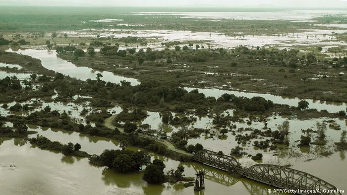 El Niño führt nicht nur zu drastischen Dürren sondern auch zu Überflutungen wie hier im Süden Malawis
