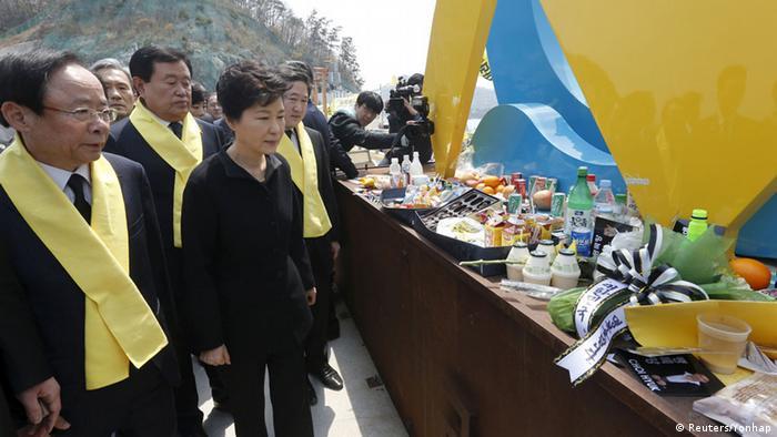 Die südkoreanische Präsidentin Park Geun Hye bei dem Jahrestag des Fährunglücks (Foto: Reuters/Yonhap)