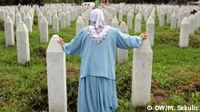Srebrenica ist eine Stadt im Osten von Bosnien und Herzegowina, nahe der Grenze zu Serbien. Seit dem Abkommen von Dayton gehört sie zur Republika Srpska, einer von zwei Entitäten des Landes (Bosnien und Herzegowina). Das Massaker von Srebrenica war ein Kriegsverbrechen während des Bosnienkriegs, das durch UN-Gerichte gemäß der 1951 in Kraft getretenen Konvention über die Verhütung und Bestrafung des Völkermordes als Völkermord klassifiziert worden ist. Foto: Marinko Sekulic / DW Korrespondent aus Srebrenica, April 2015
