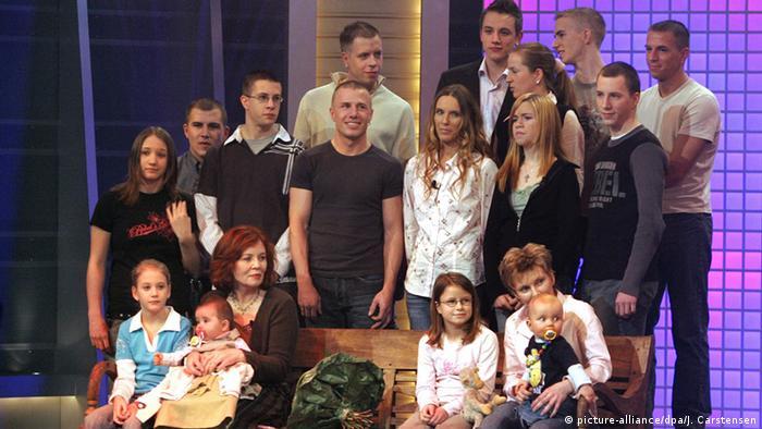 Berlinčanka Annegret Raunigk sa svojom brojnom djecom u jednoj televizijskoj emisiji (snimak iz 2005.)