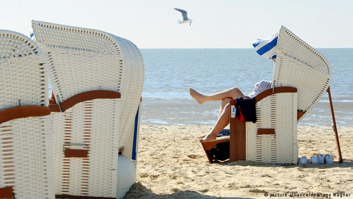 Sonniger Maitag am Meer (picture-alliance/dpa/Ingo Wagner)